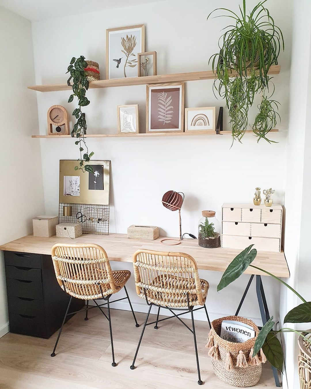 Natural and fresh workspace by @nieks_servies. Live plants are not only very fashionable right now, but they can also lighten your mood and make your home office look fresher. Read more on DecorMatters.com/blog. Click the image to try our free home design app.  (Keywords: dream rooms, interior design wall, small office, desk setup, office decor, storage design, home decor storage ideas, diy home decor, office wall decor, home office ideas, office design home, bedroom ideas, bedroom decor)
