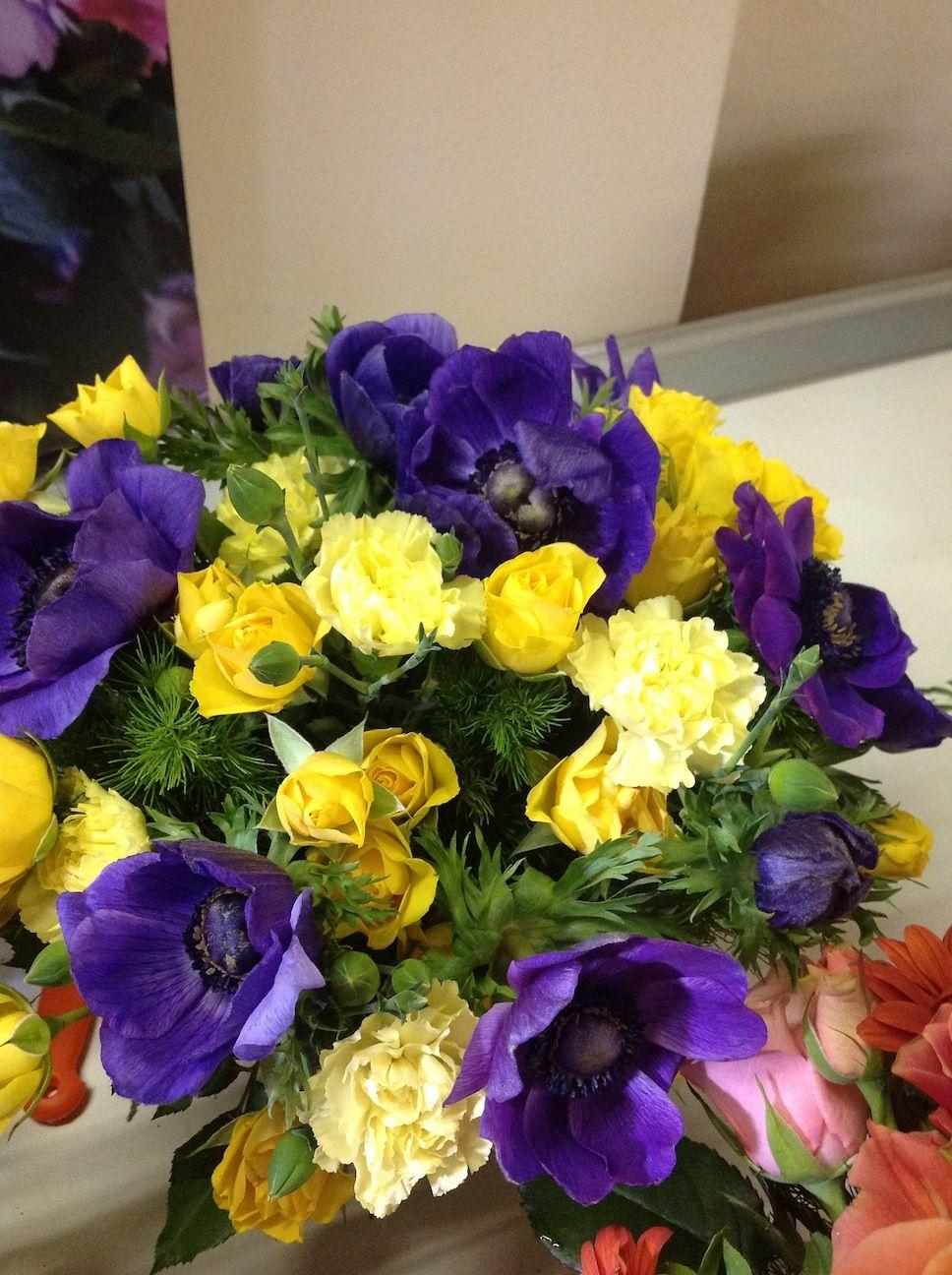 fresie, rose, papaveri e garofani