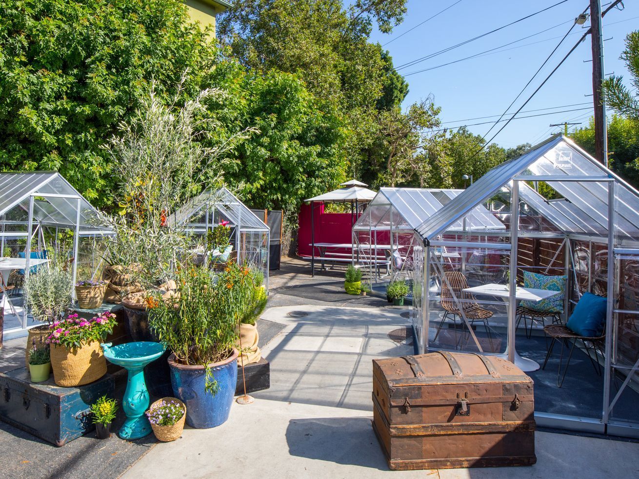 This Echo Park Cafe Is Using Greenhouses For Socially Distant Outdoor Dining In 2020 Outdoor Dining Los Angeles Restaurants Outdoor Dining Area