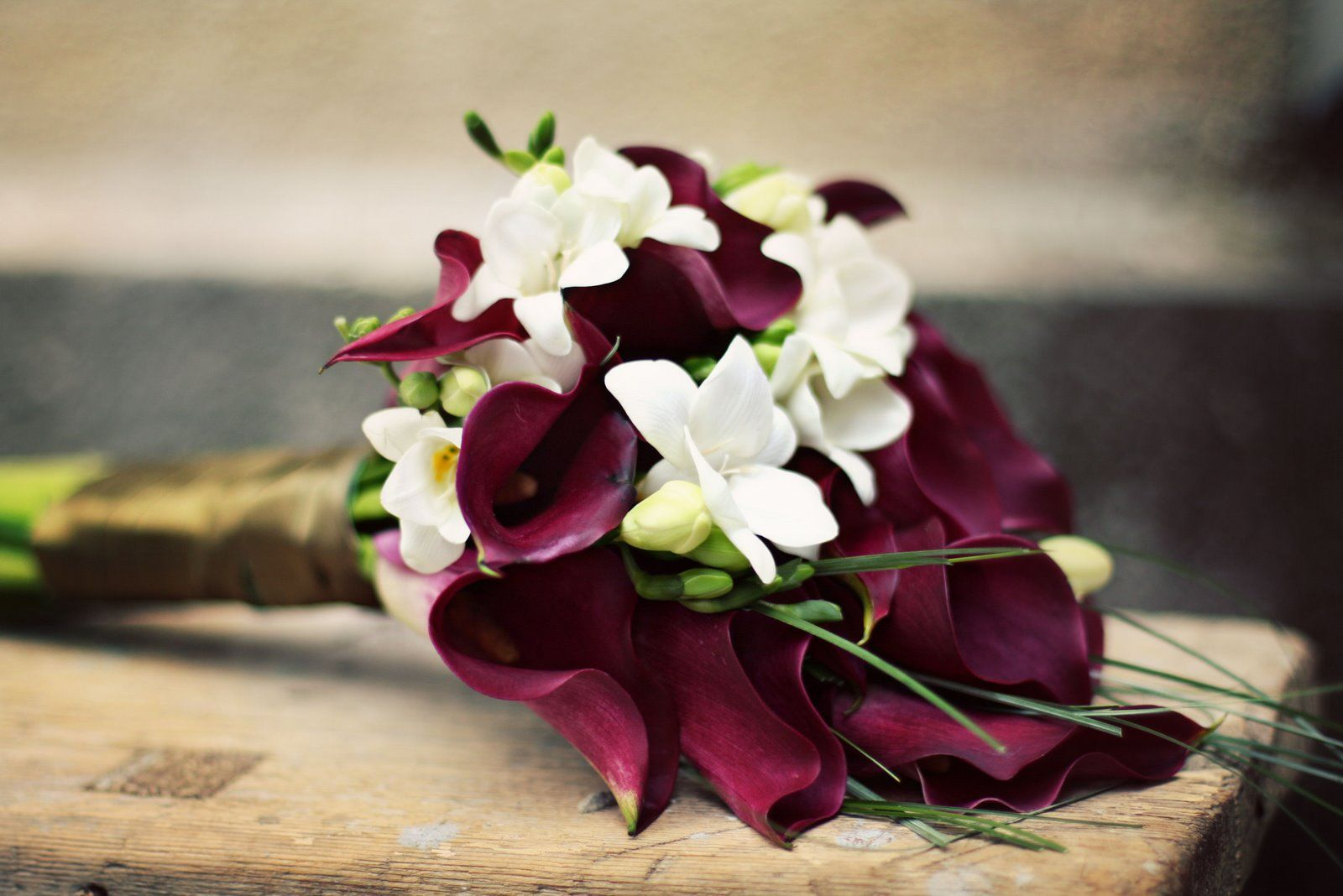 Buchet De Mireasa Alb Orhidee Santinii Trandafiri Si Iedera