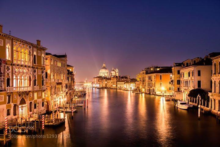 Venice - Italy http://ift.tt/1S5MW5I VenedigVenicebiancaphotoscitycityscapeeuropaeuropeitalienitalylangzeitbelichtunglongexposurenachtnachtfotografienightnightphotographyreisereisensonnenuntergangsunsettraveltravelphotography