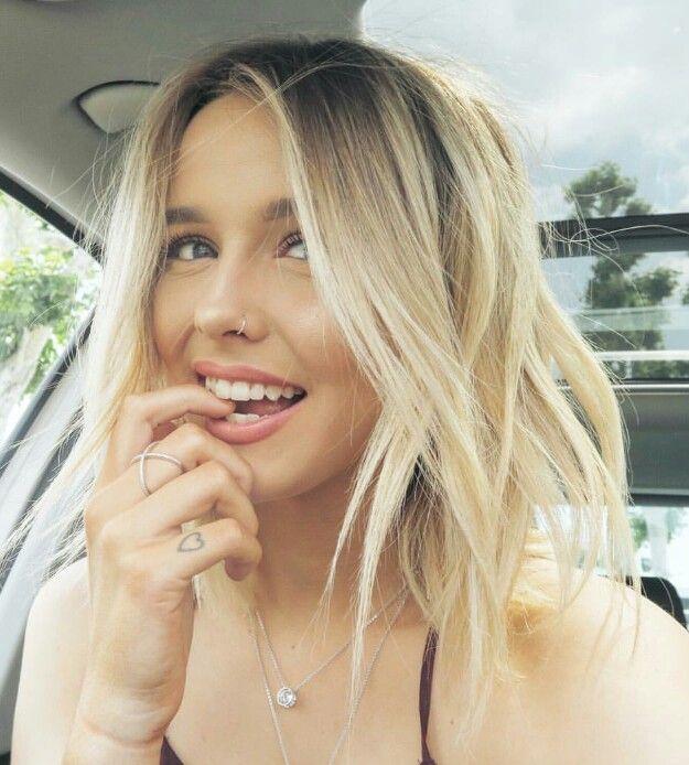 Acacia Brinley\'s new platinum rooty balayaged blonde! | Hair ...