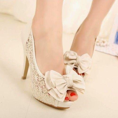 Zapatos de encajes!! muy a la moda...