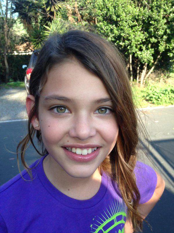 bikini-pic-facial-young-teen-girl-selfie-kendra-and-bridget