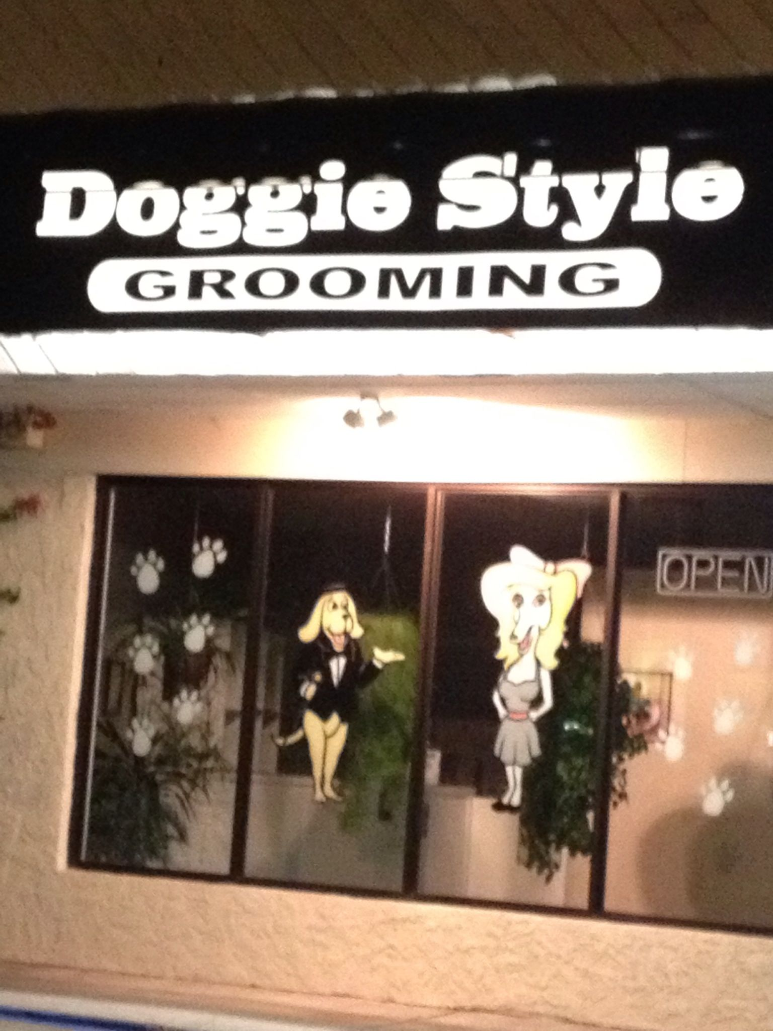 Best name ever for a pet grooming salon!! | Favs: For Laughs | Dog