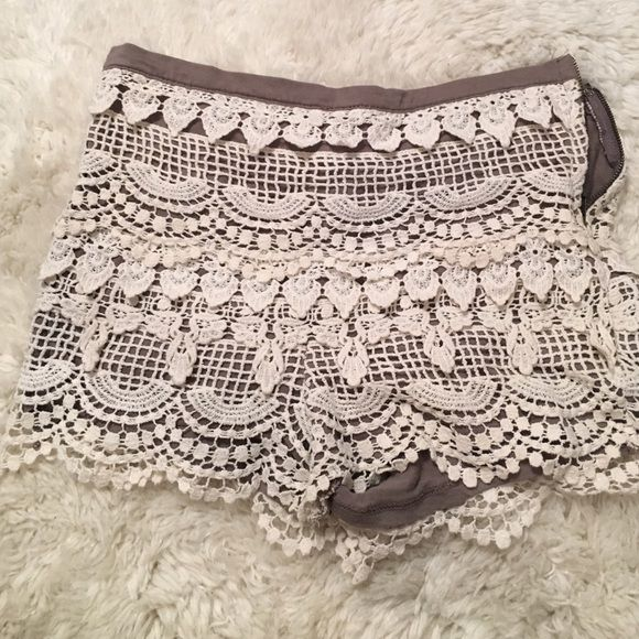 GIANNI BINI lace detail shorts Perfect condition, white eyelet short. Grey/brown lining, with white over-lay. Perfect for those spring & summer festivities! Gianni Bini Shorts