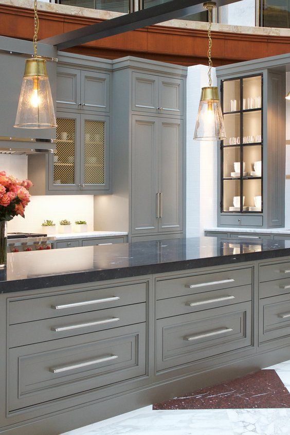 Large Trendy L-shaped Eat-in Kitchen Photo In Atlanta With