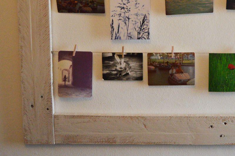 Marco para colgar fotograf as con pinzas elaborado con - Cuadros con palets ...