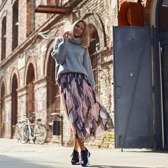 Born2be Na Instagramie Sneakersy I Buty Sportowe Powracaja W Wielkim Stylu W Tym Sezonie Bedziemy Je Laczyc Z Sukienkami Spodnica Midi Skirt Fashion Skirts