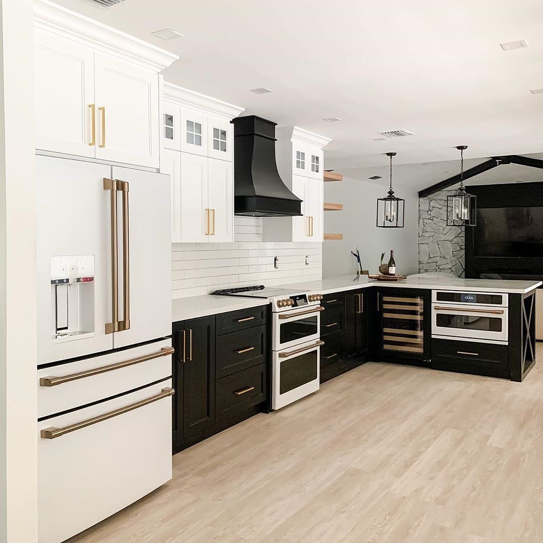 Farmhouse Fanatics On Instagram Who Else Is Loving The Dual Colored Cabinets With Gold Pulls Weremodelit In 2020 Cabinet Colors Black Cabinets Kitchen