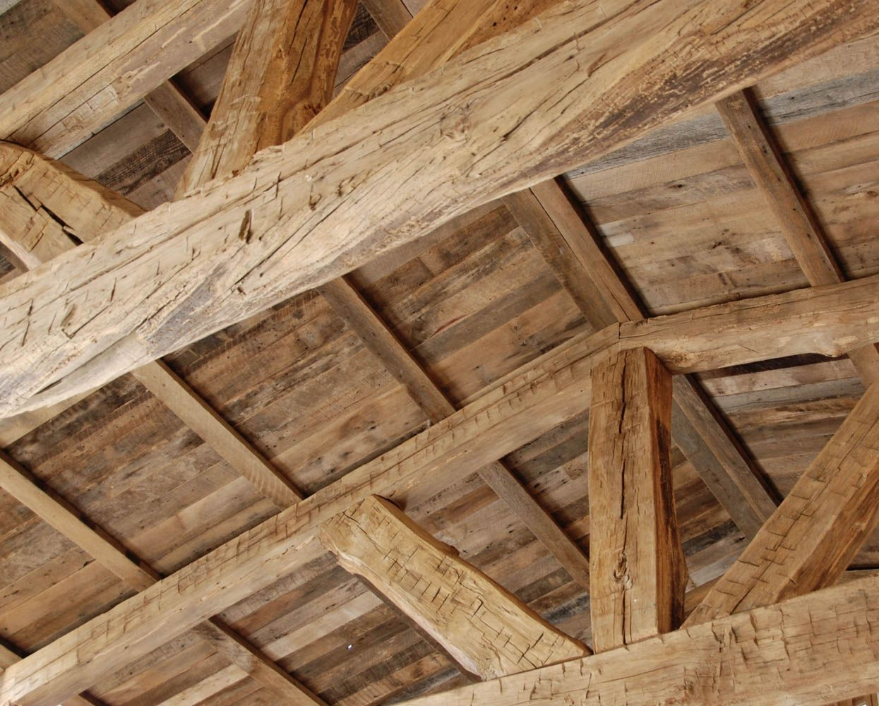 This Ceiling In Cabo Was Built Using Live Edge Barn Beams And Sanded Barn Oak Planking And Purlins The Trusses Were Prefabrica Timber Beams Timber Frame Barn