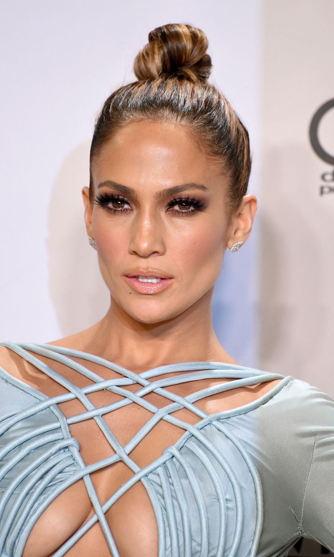 Jennifer Lopez Nude Lipstick - Jennifer Lopez Beauty Looks