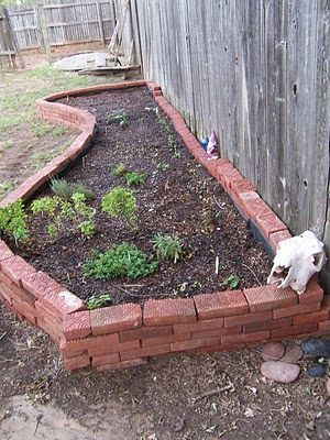 ECOhoma Building a Garden no mortar needed just repurposed