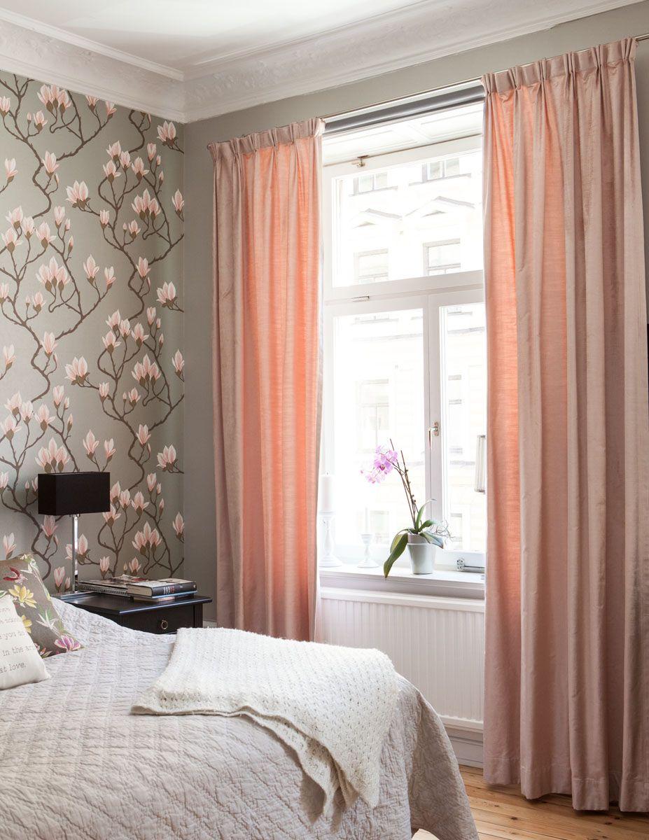 Sovrum i vasastan som vi gjort gardiner till. Rosa härlig sammet ...