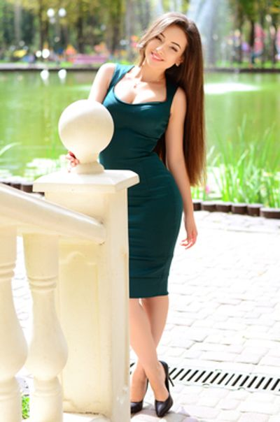 Lonely Rusian and Ukrainian women and single ladies from Eastern Europe who  want to meet and marry single men.