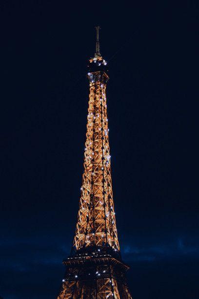 Símbolo de París convertido en icono universal, la Torre Eiffel es la estructura más alta de la capital gala