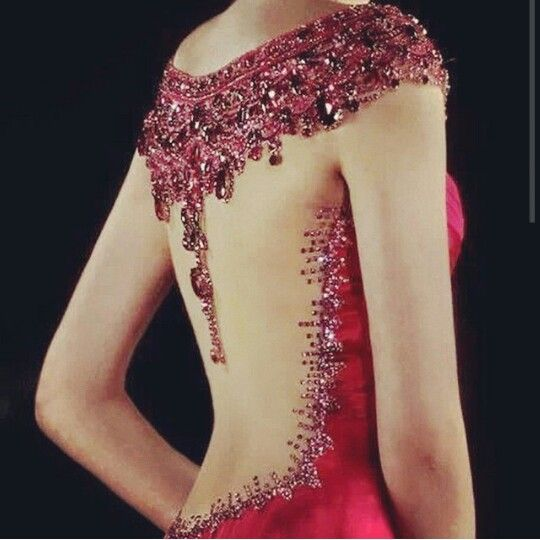 Beautifulllllll back cut red dress with a lot of details