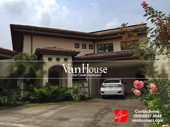 0% PRIMA #REMATE Casa de lujo en Altamonte, #Curridabat  3 dorm., 2.5 baños, 2 gjes, cuarto de servicio con baño, balcón. Lote: 234 m2 / C: 259 m2 Valor: $235.000 - Cuota: $1.850 x mes con seguros incluidos. Tefl: 8837.9948 - VANHOUSECR.COM #costarica