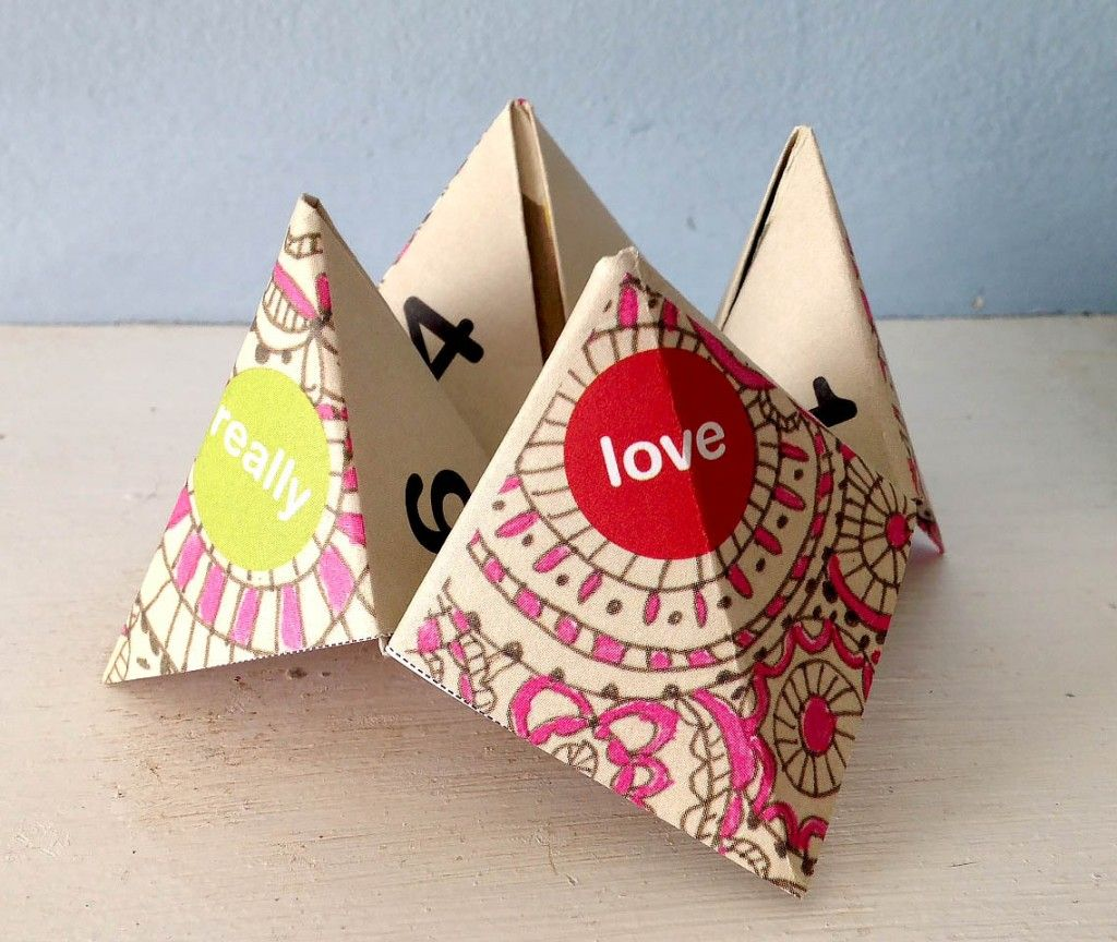 Free Printable Valentine S Day Cootie Catcher Paperfortunetellers Papercrafts Valentines Games Valentine Crafts For Kids Valentines Printables Free
