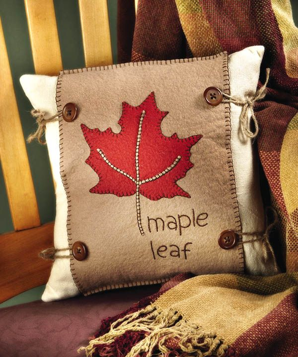 #craftideas #CraftoftheDay Maple Leaf Pillow -- free download for #autumn_decorating