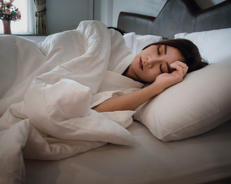 How To Fall Back Asleep If You Wake Up In The Middle Of The Night According To Experts How To Get Sleep Health And Fitness Articles Fall Back