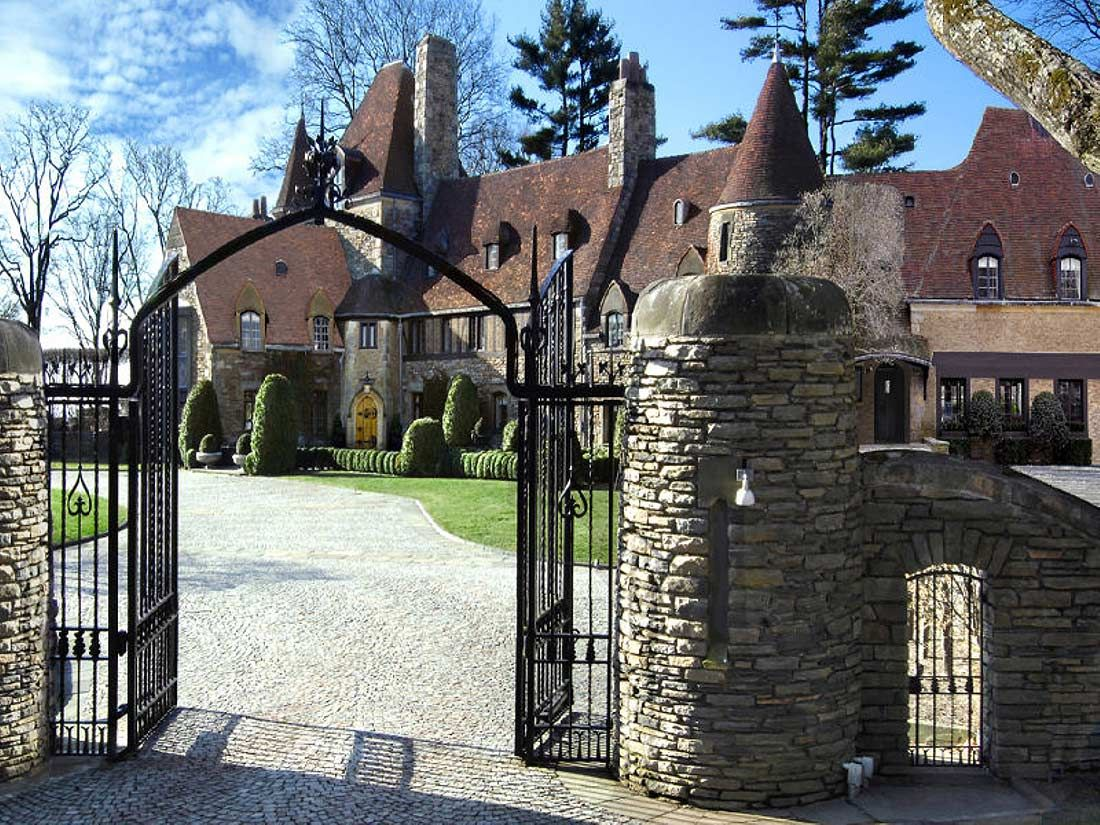 Tommy hilfiger s connecticut castle dream homes luxury for Luxury homes for sale in greenwich ct