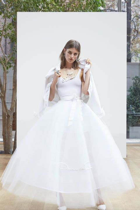 a7f62de8e86 Oscar de la Renta delivered a major Carrie Bradshaw bridal moment with this  fitted top and ballerina tulle skirt gown.