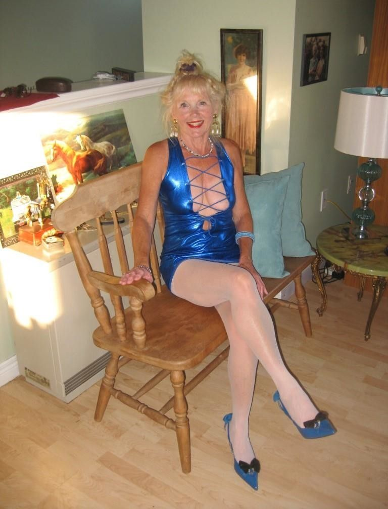 Slutty Gilf Posing Milf Cougar Mature 6 Pinterest