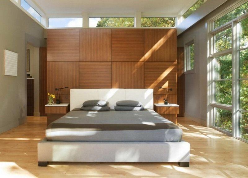 Modernes, Lichtdurchflutetes Schlafzimmer Mit Raumteiler Aus Holzpaneelen