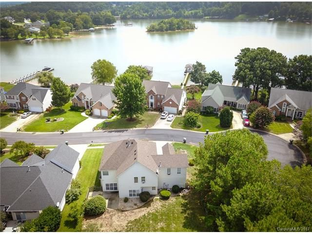 Harbor Cove Homes For Sale In Mooresville Nc Lake Norman Real Estate Offering Waterfront Homes View Mls Lis Luxury Real Estate Waterfront Homes Real Estate
