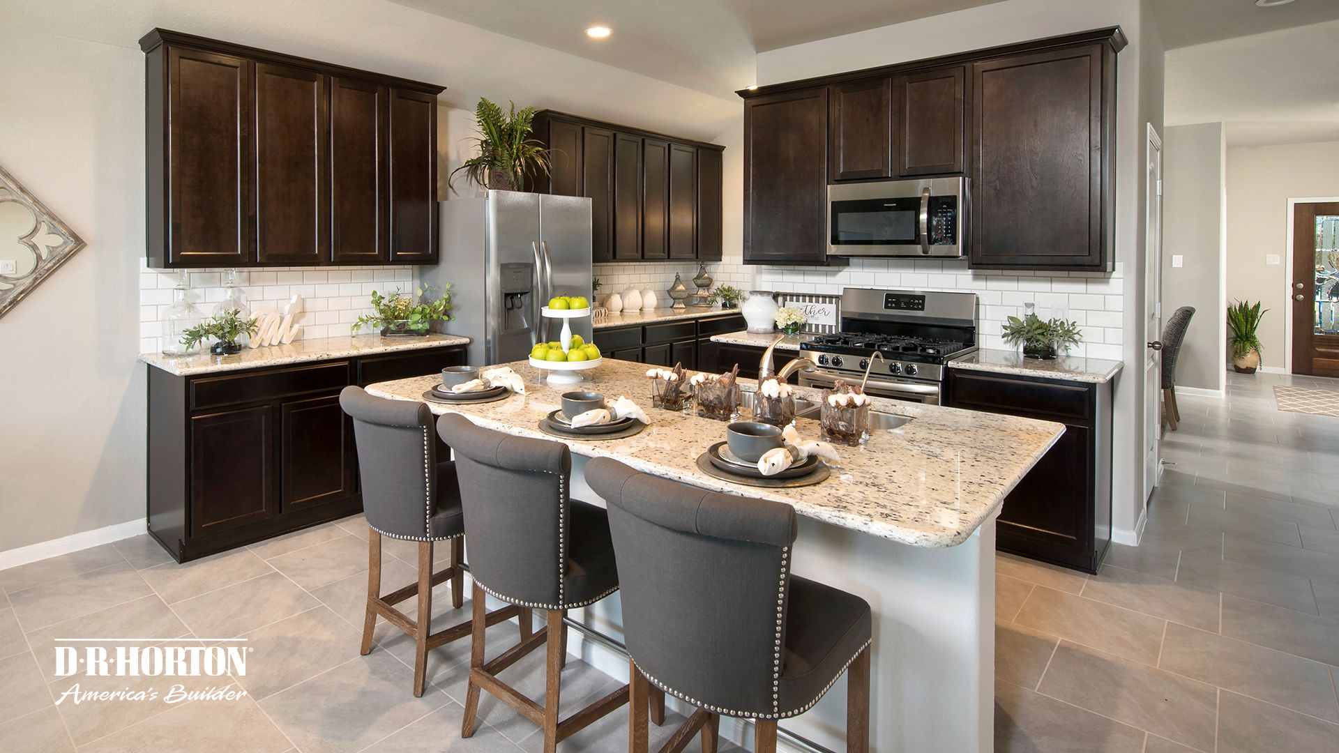 Lakeview Retreat I D R Horton In 2020 Kitchen Countertops Diy Kitchen Countertops New Kitchen Cabinets