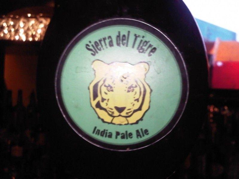 Cerveja Sierra del Tigre IPA, estilo India Pale Ale (IPA), produzida por  Cervejaria Caseira, Colômbia. 5% ABV de álcool.
