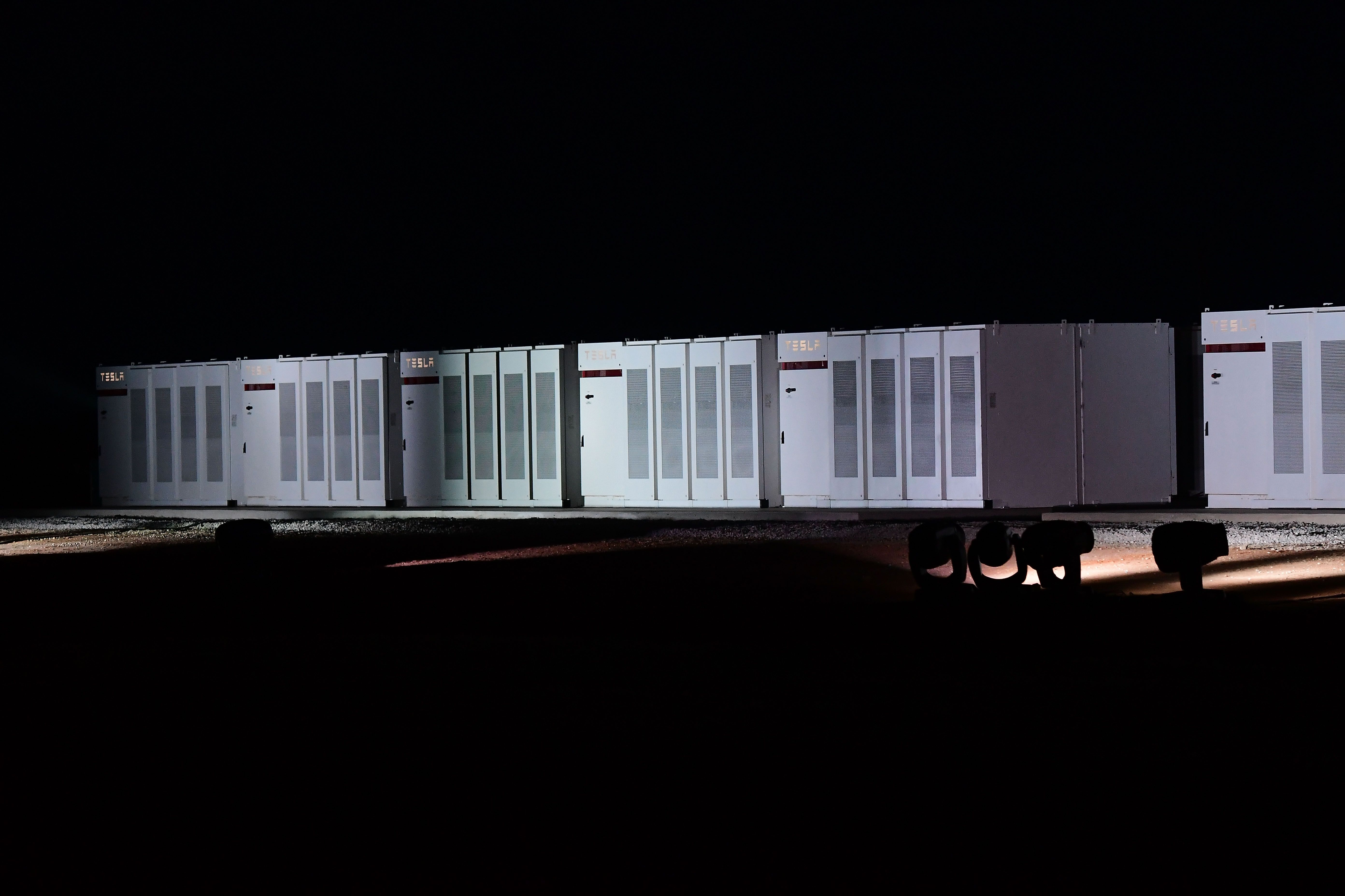 Tesla Completes The Worlds Largest Battery For Australian Wind Farm Big Battery Tesla Wind Farm