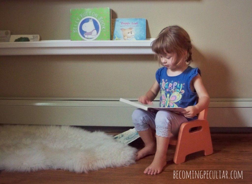 die besten 25 kleinkind leseecken ideen auf pinterest ikea gew rzregal b cherregal m dchen. Black Bedroom Furniture Sets. Home Design Ideas