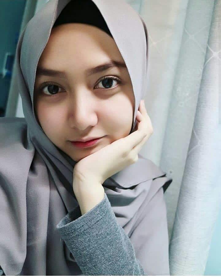 Pin oleh Youtube di uhkti di 2020 | Gaya hijab, Wanita