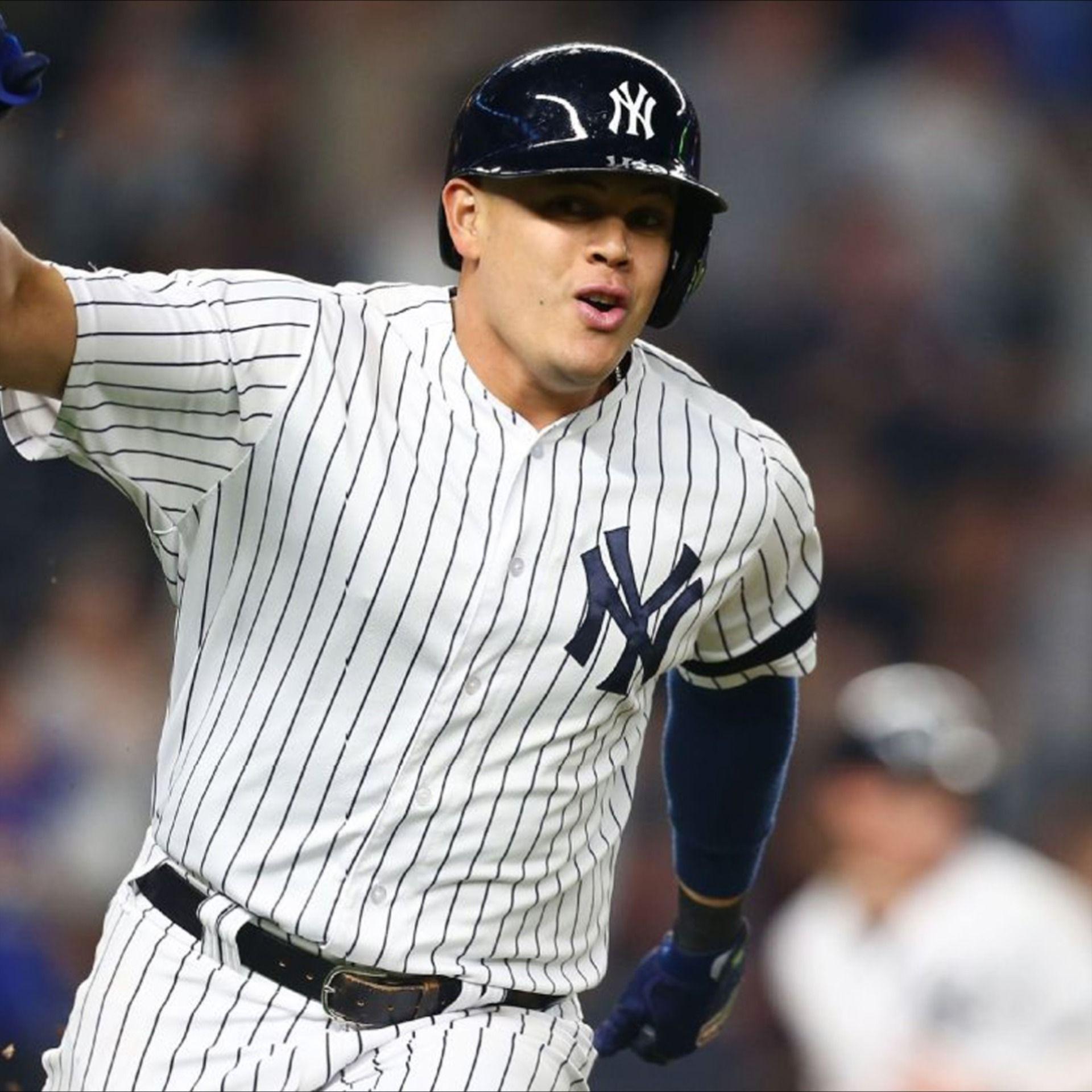 Gio Urshela Infielder New York Yankees In 2020 New York Yankees Yankees Yankees Baseball