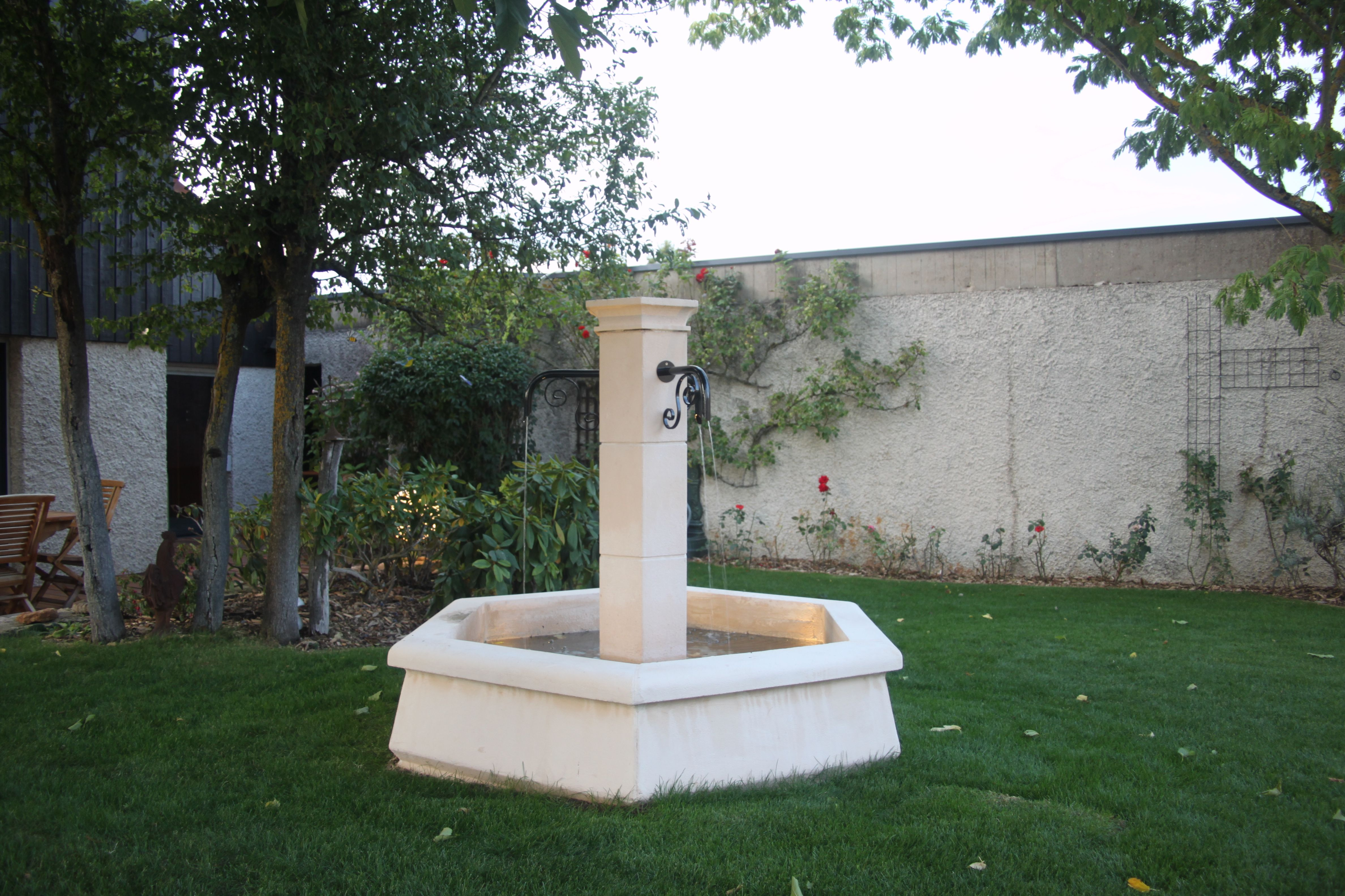 Petite Fontaine Centrale De Village Ou Jardin En Pierre Reconstituee Diametre De Bassin 1 5 M L Ensemble Avec Petites Fontaines Pierre Reconstituee Jardins