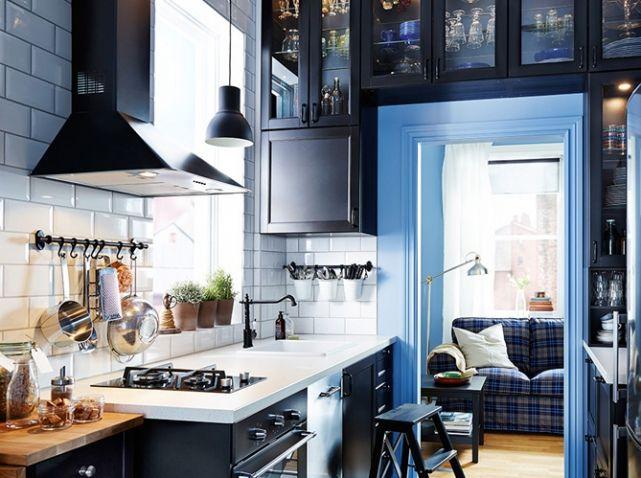 Noir et blanc habillent la cuisine - Ikea kitchenette frigo ...