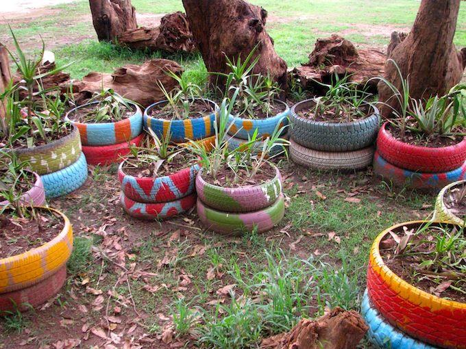 Create a sensory garden with recycled tires reciclando for Garden design ideas for disabled