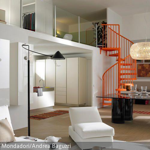 Orangefarbene Wendeltreppe Wendeltreppe, Offene küche und Highlights - offene kuche wohnzimmer modern