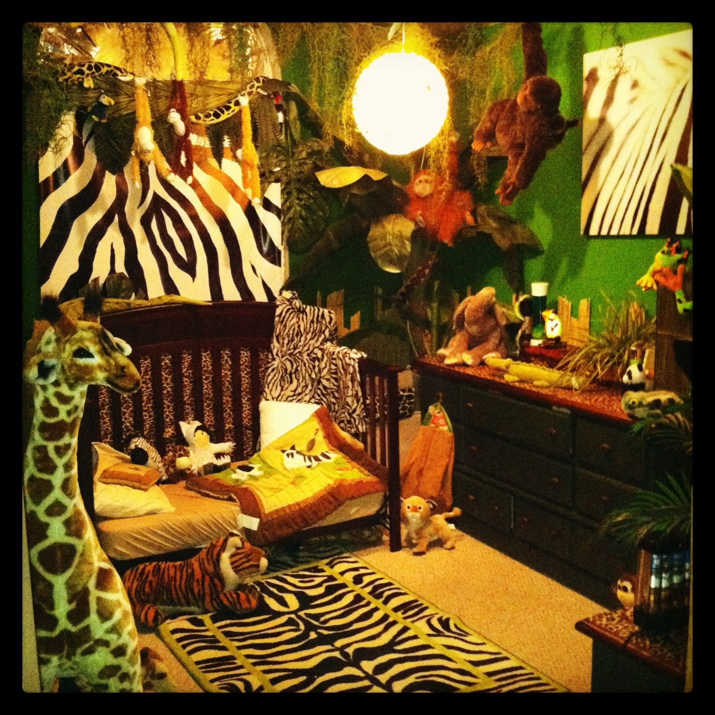 Jungle bedroom cj and milena 39 s bedroom of awesomeness for Jungle bedroom ideas