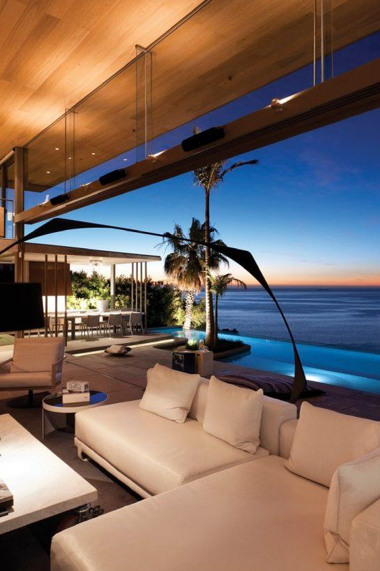 De wet 34 is located in bantry bay cape town south africa and was created by saota in collaboration with okha interiors the home has spectacular views