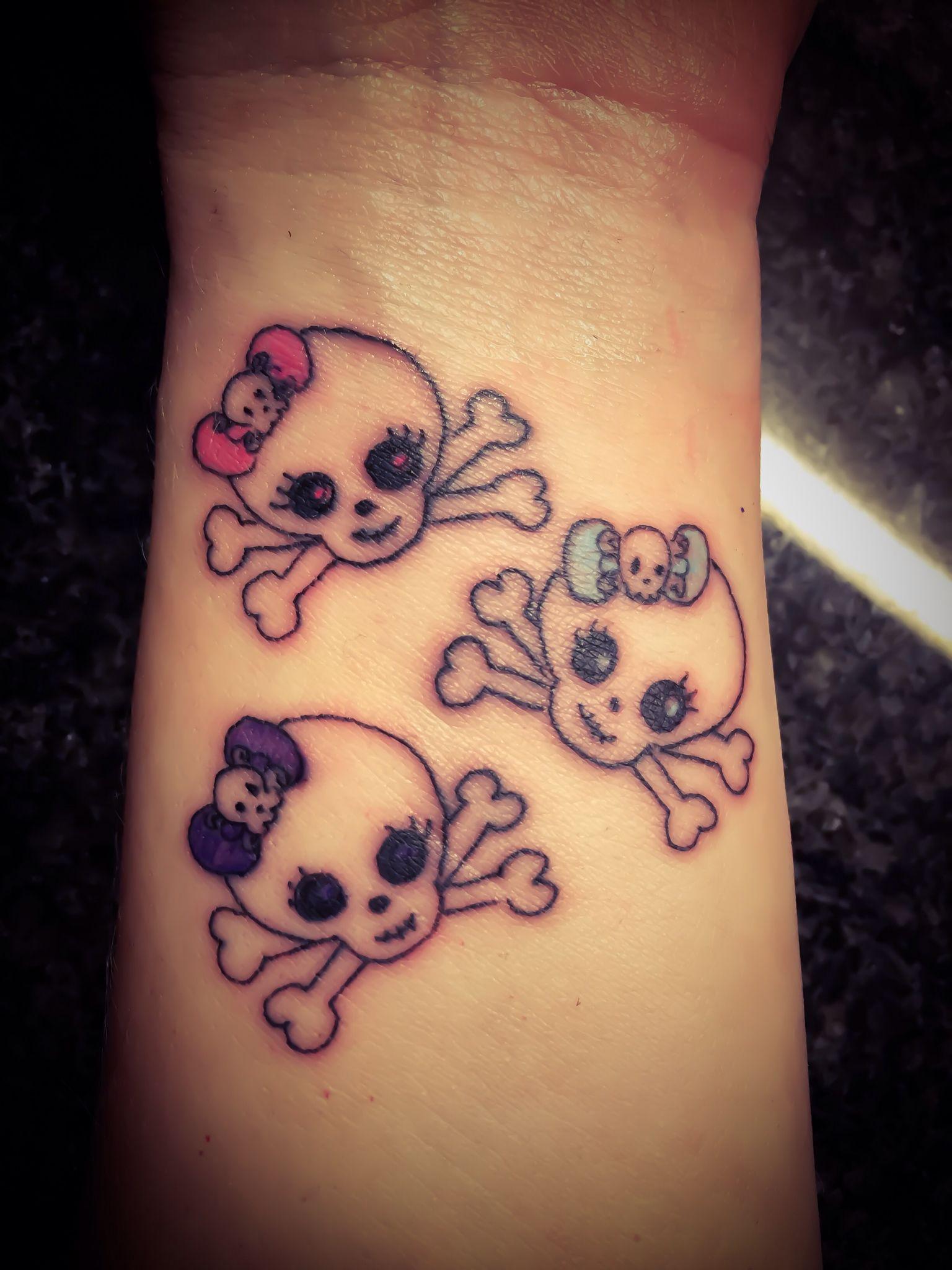 Wrist Skull Tattoo Tattoos Tattoos And Piercings Skull Tattoo