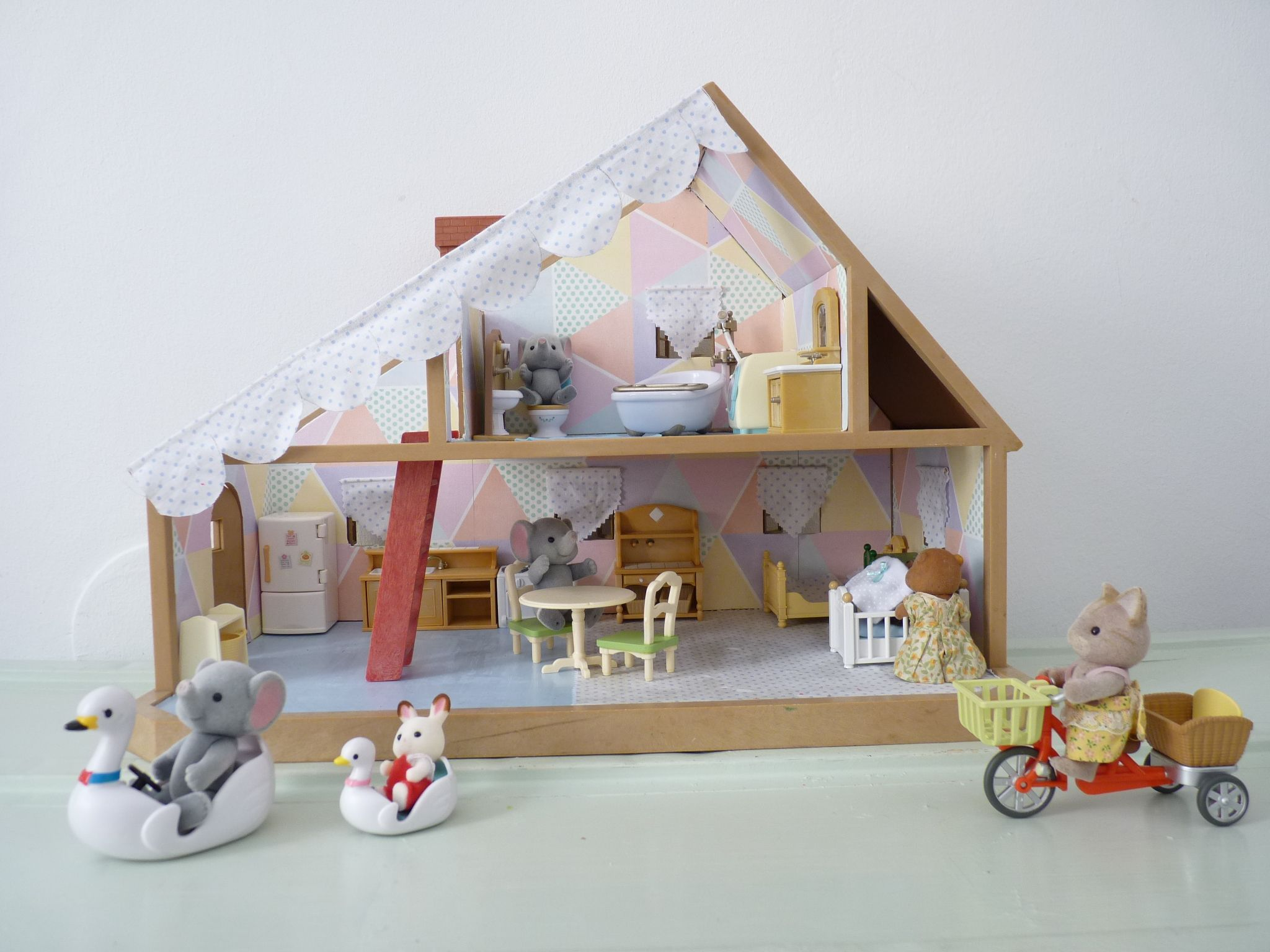 r novation d 39 une petite maison sylvanian mybrouhaha sylvanian families pinterest. Black Bedroom Furniture Sets. Home Design Ideas
