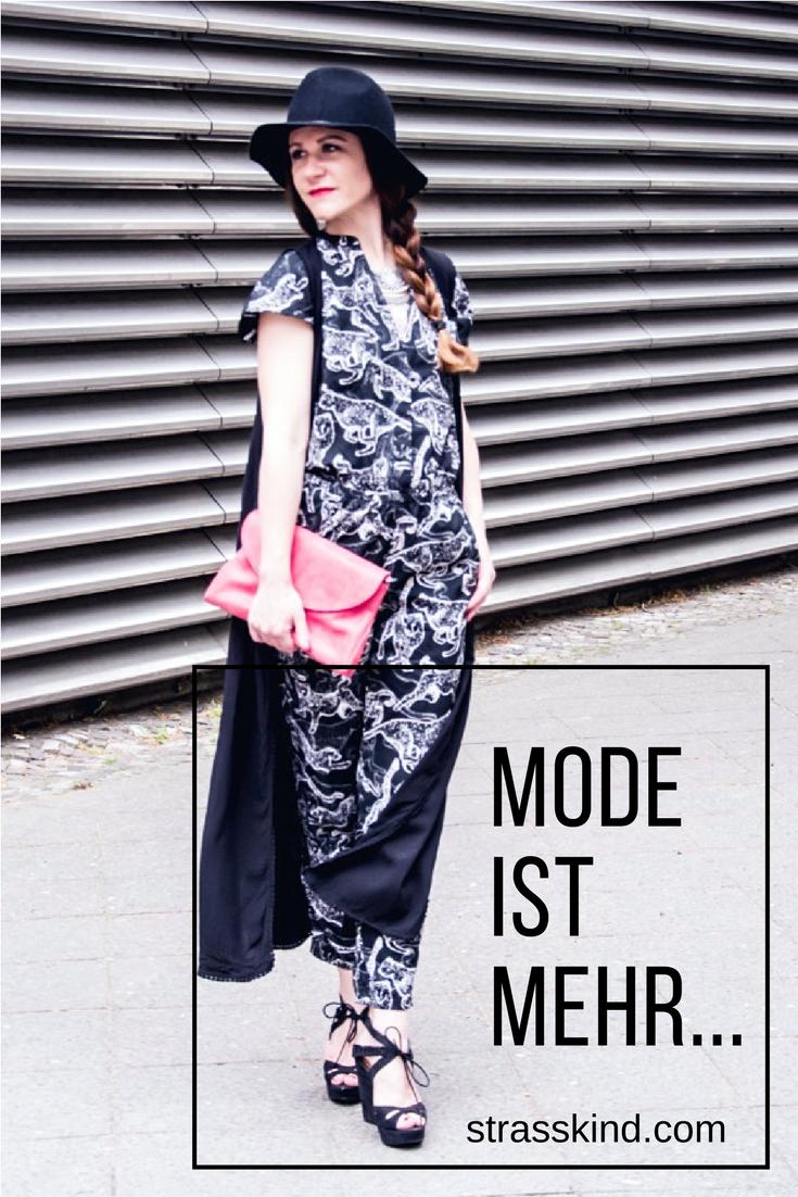 Ich liebe die Mode, dass war schon immer so!!!! Mein erster echter Job im Modebereich begann wie Al Bundys Karriere. Ich war ein Latschenverkäufer, n Tretanbieter...ja eine Schuhverkäuferin. Einen Schuhtick hatte ich aber nie. Komsich, oder? Da ist man schon so ein Modeopfer und kann sich dumm und dämlich kaufenKriegsfuß....aber es gibt auch generelle Modemuffel und dafür gibt es das Curated Shopping :)  #strasskind #mode #modeverrückt #fashion #ootd #curatedshopping
