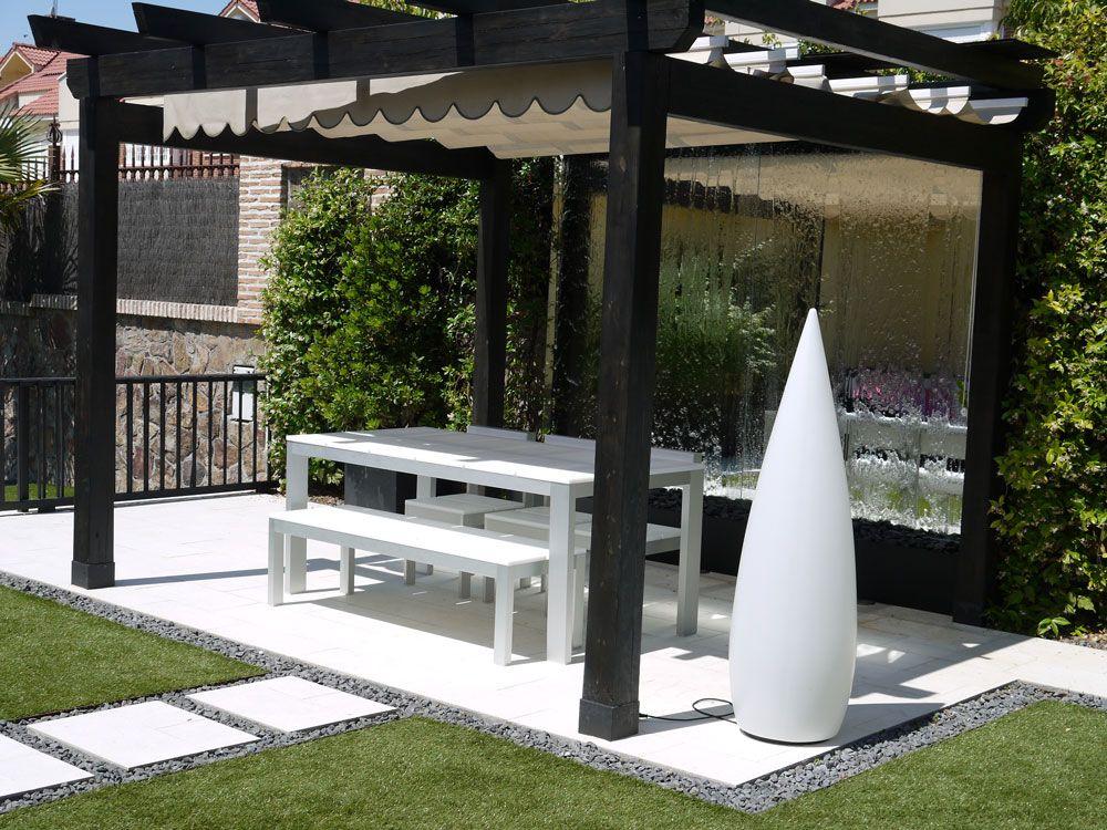 Jard n contempor neo c sped bajo consumo de agua pasos de for Jardines exteriores