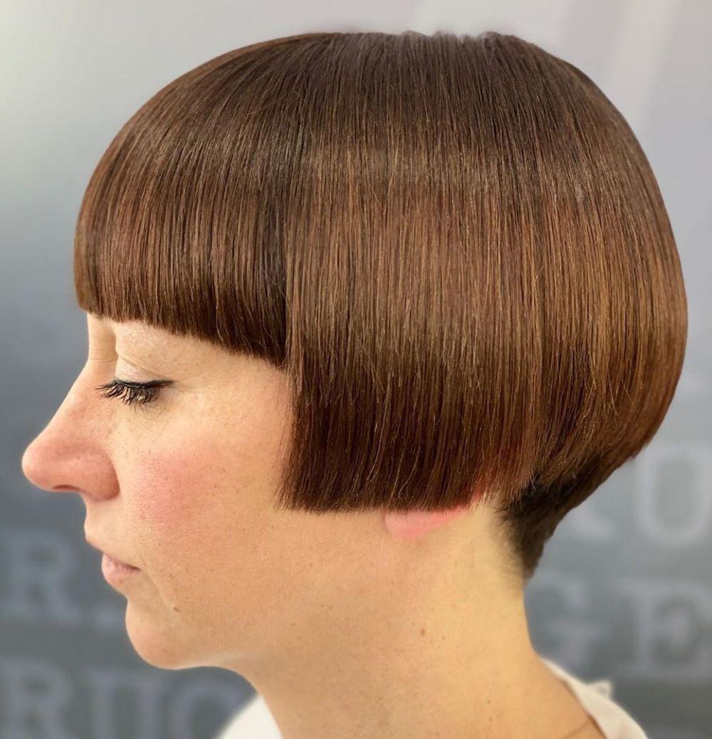 Pin By H On Bobs In 2020 Bobs Haircuts Angled Bob Haircuts Undercut Bob