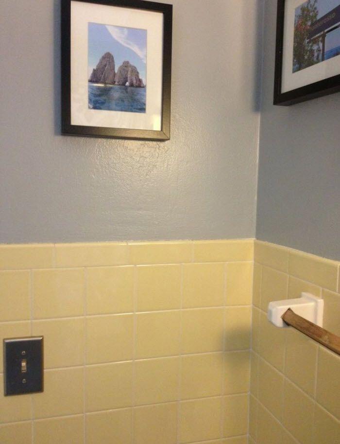 50 Yellow Tile Bathroom Paint Colors Ideas Roundecor Yellow Bathroom Tiles Yellow Bathrooms Small Bathroom Paint