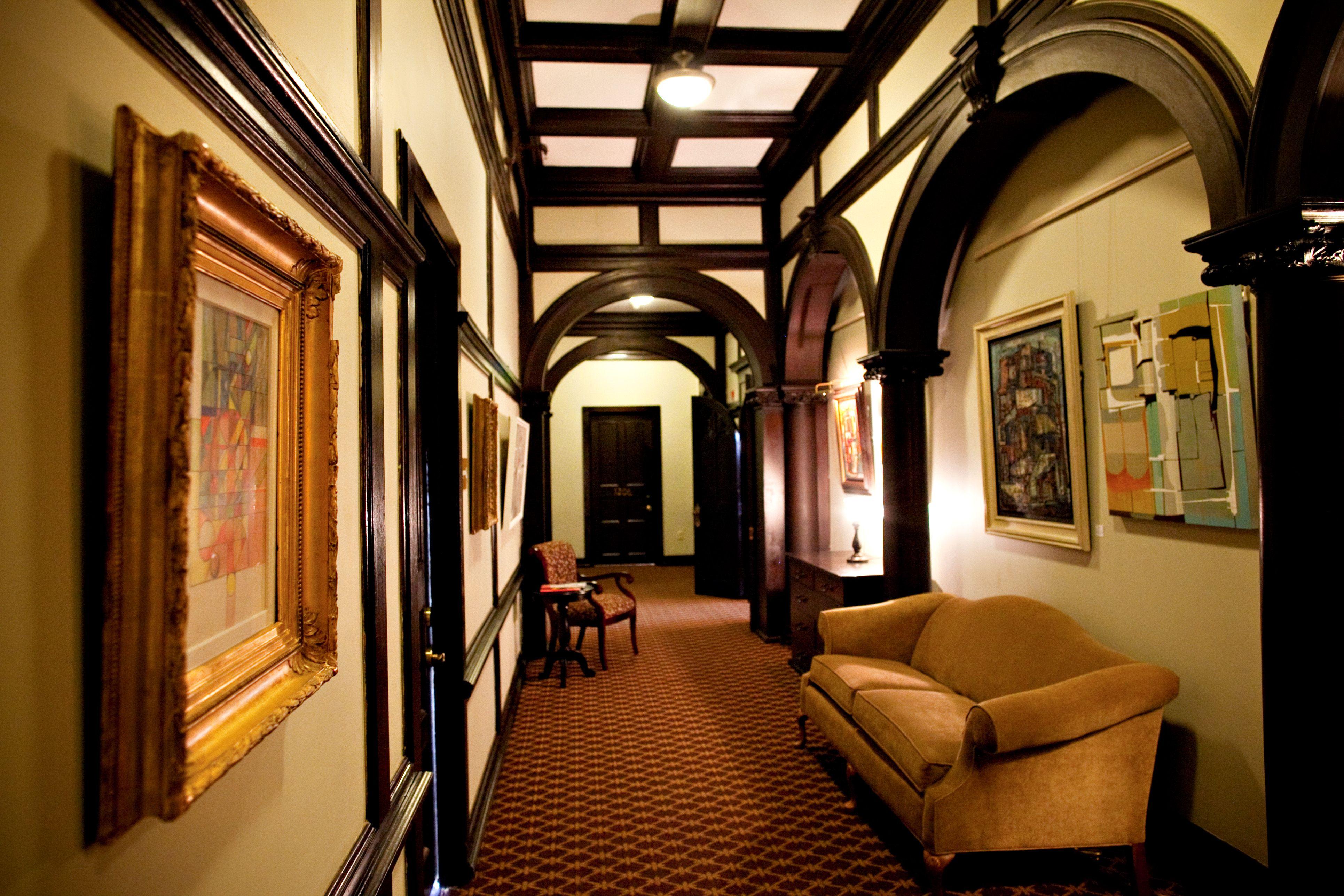 File:Bragg-Mitchell Mansion Hallway.JPG - Wikimedia Commons