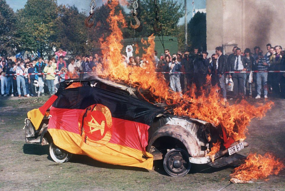 West Germans Burn East German Car With East German Flags 03 October 1990 Pin By Paolo Marzioli Storia